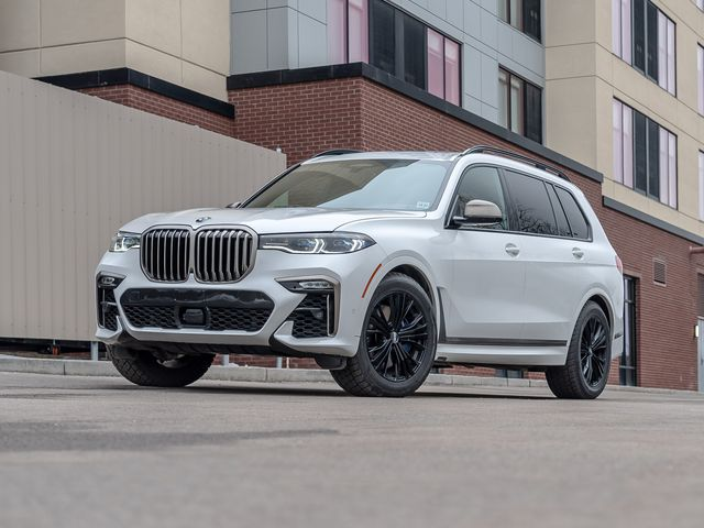 BMW M X7 M50i