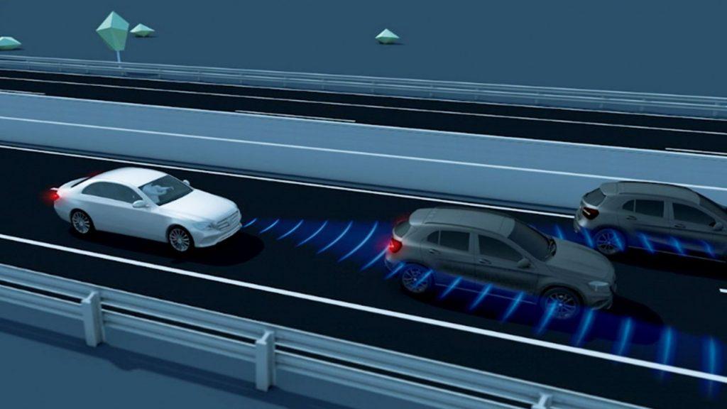 CLAシューティングブレーク 渋滞時緊急ブレーキ機能