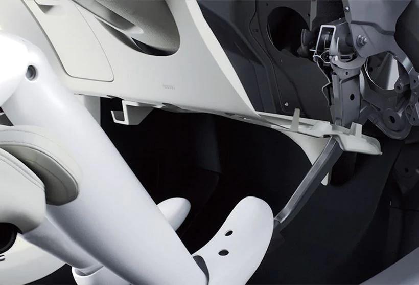 V60 衝突時ブレーキペダルリリース機能