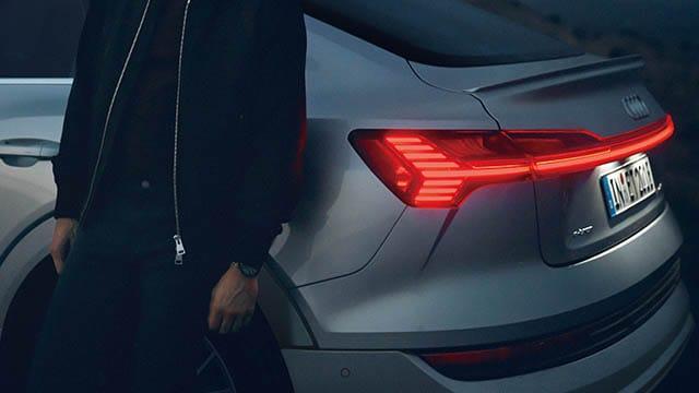 e-tron Sportback LEDリヤダイナミックターンインディケーター