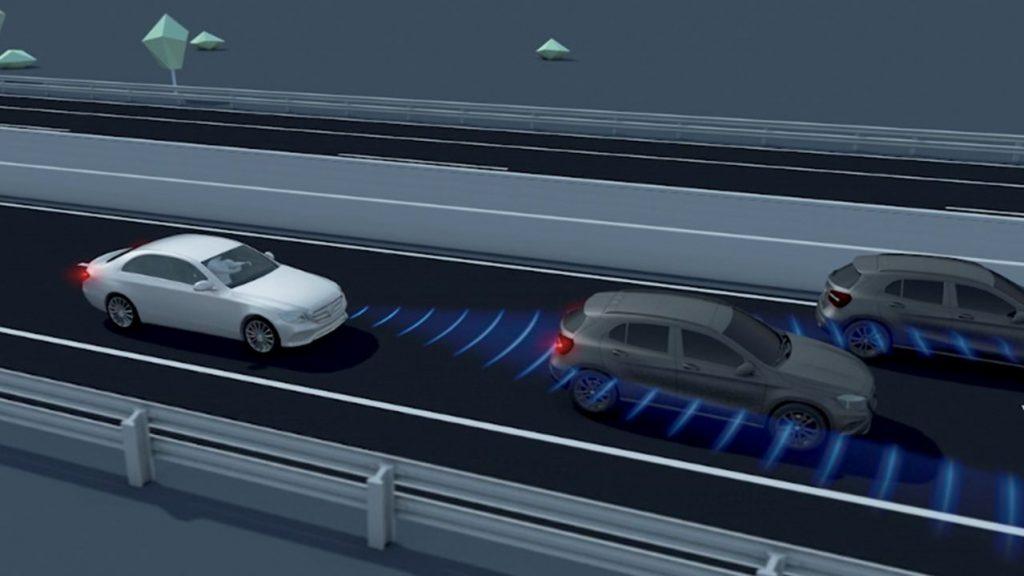 GLE 渋滞時緊急ブレーキ機能