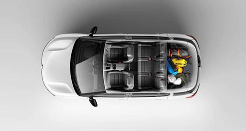 C5 3席独立式フルサイズリアシートと機能的で多彩な収納スペース