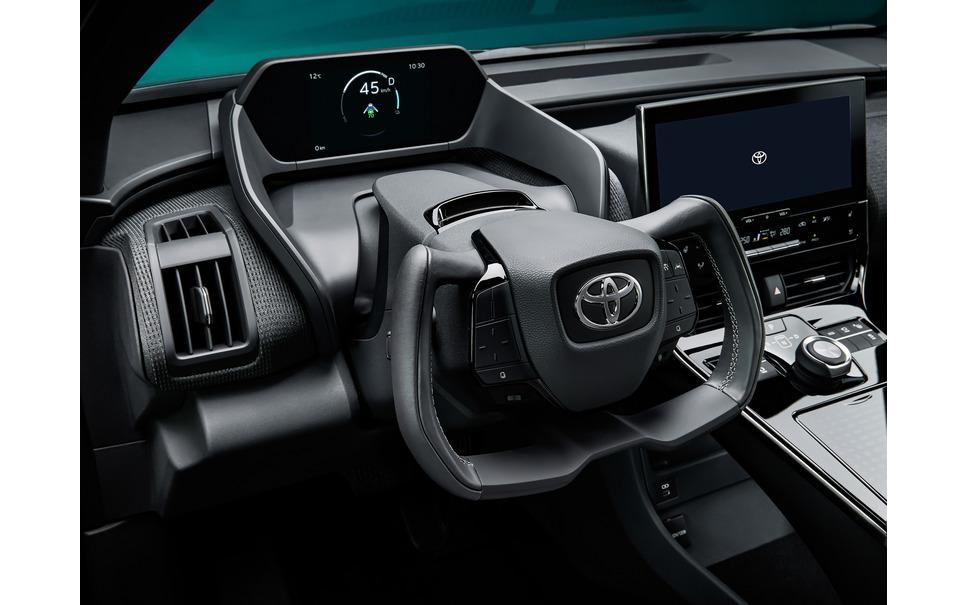 トヨタスバルEV 異形ステアリング