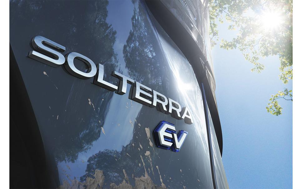 トヨタスバルEV ソルテラエンブレム
