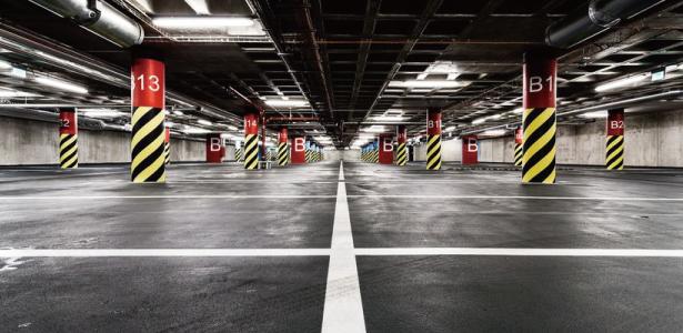 ハザードランプ 立体駐車場