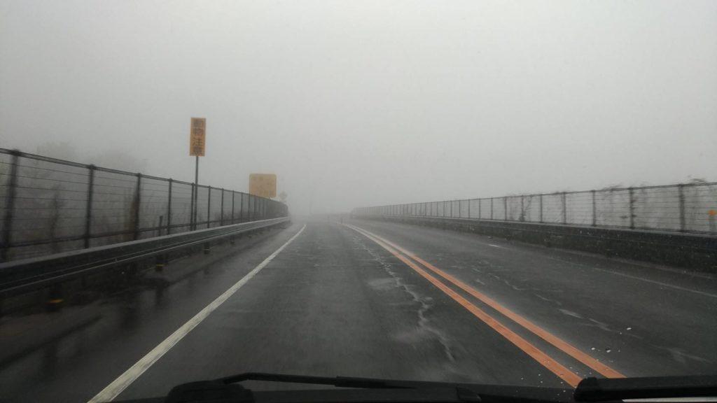 ハザードランプ 濃霧